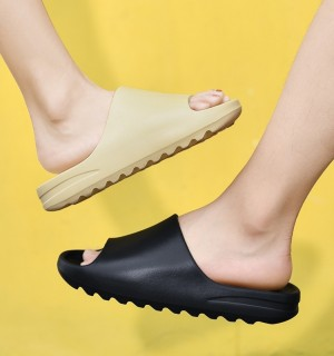 Indoor and Outdoor Soft-soled Slippers